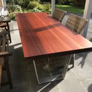 Tisch Meranti mit Trapezbeinen